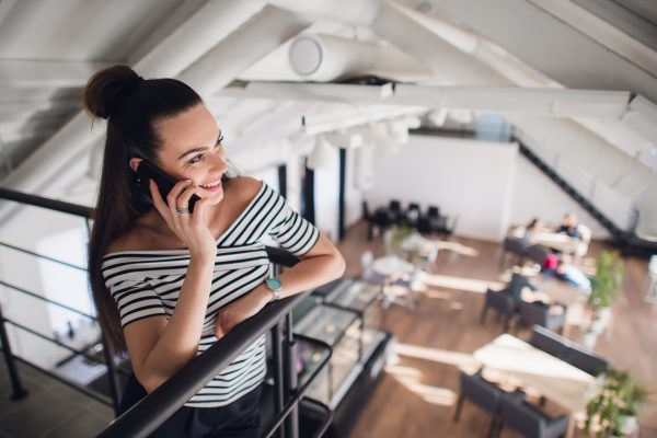 A woman on the phone to her accountant getting help with Xero